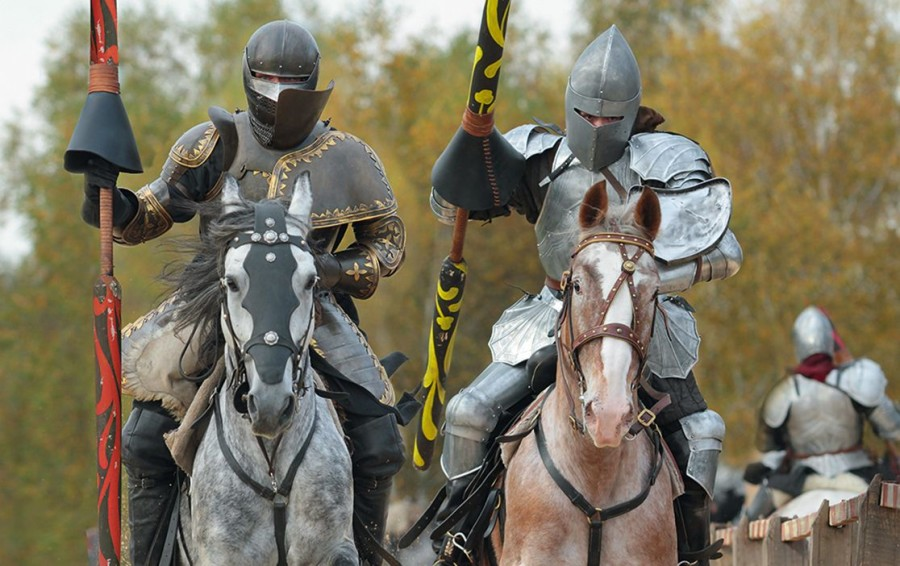 One of the July weekends at Prague Castle will see a display for families with children presenting brave knights in shiny armour on horseback.