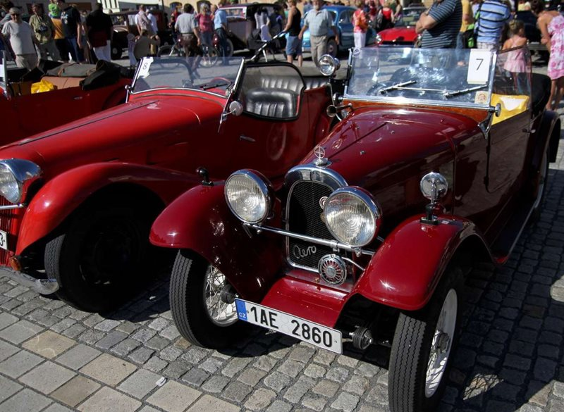 Come see a motorcade of vintage cars in Western Bohemia during the last weekend of April!