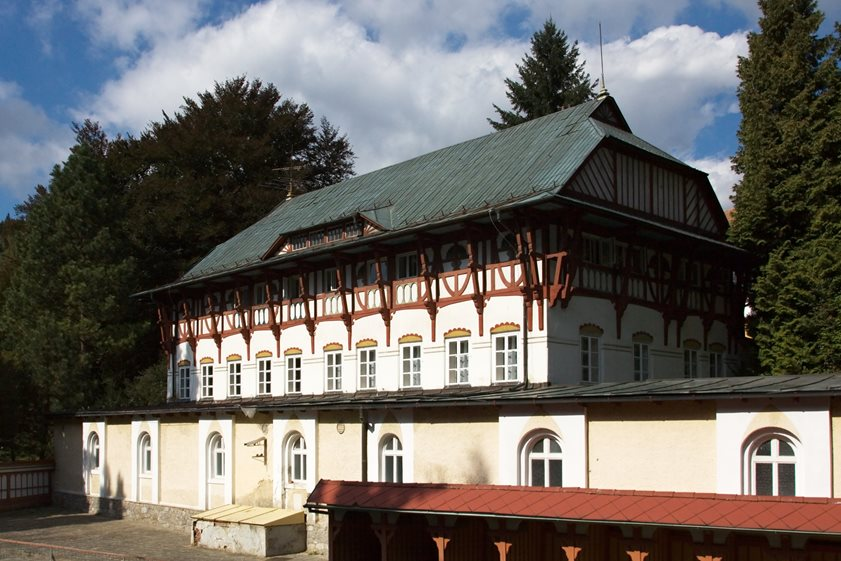 Hydrotherapy institute with the swimming pool in Luhačovice