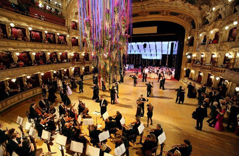 The winter ball season in Prague is in full swing – and the highlight is the Opera Ball.