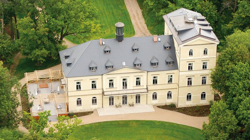 Mcely Chateau