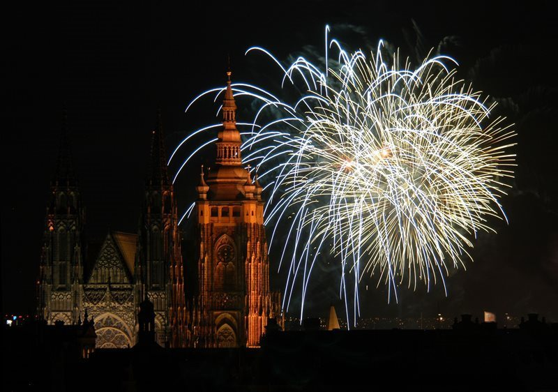 New Year's fireworks in the capital have traditionally been held on New Year's Day at 6 pm.