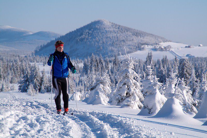Longer ski slopes, new ski lifts and dancing snow mobiles – reboot in Czech mountains
