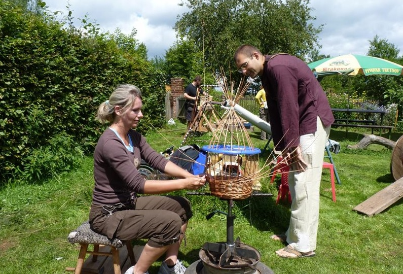 Do you know how to make baskets, ceramics, or what wire working is? If not, come to the old Bohemian craft market near Turnov!