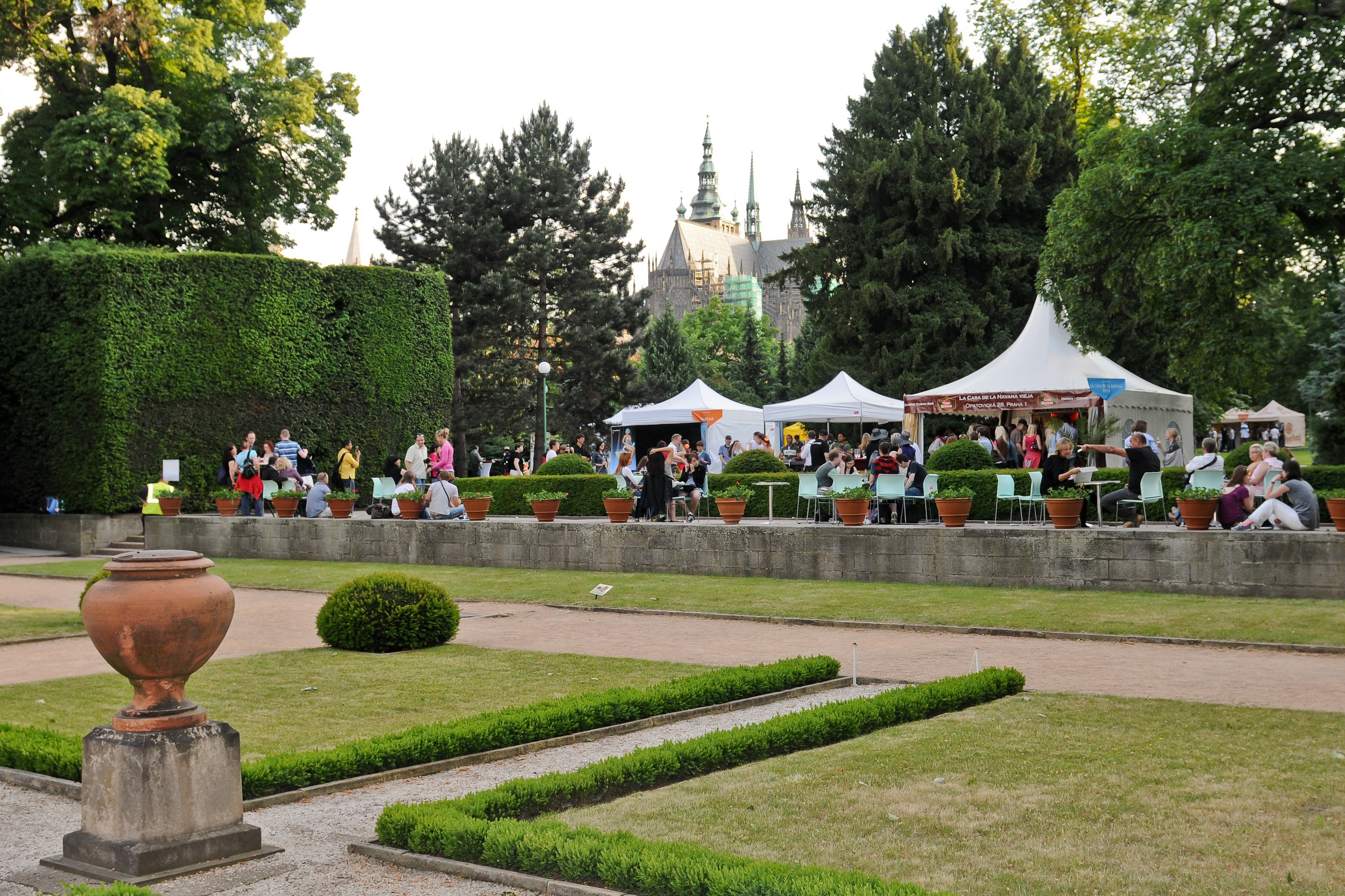 A lavish feast on the lawn and under the trees of the Royal Gardens at Prague Castle!