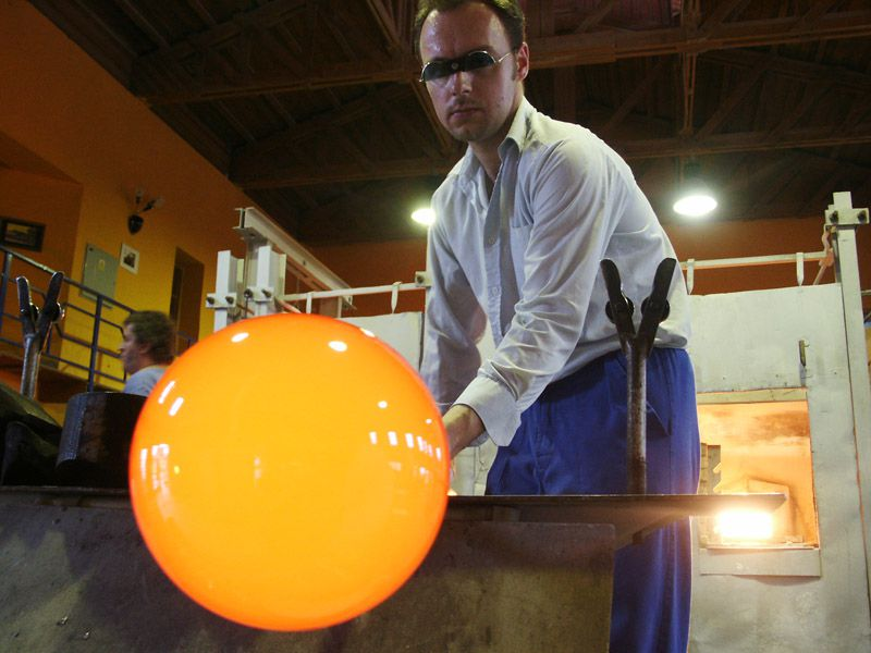 Glass blowing in the Ajeto Glassworks in Nový Bor