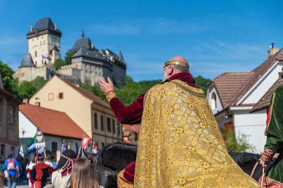 His Majesty King Charles IV is leaving with his wife, Elizabeth of Pomerania, on a traditional journey to their favourite castle.