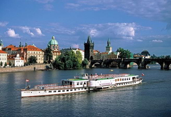 Summer in Prague Entices Visitors to the Water and Gardens