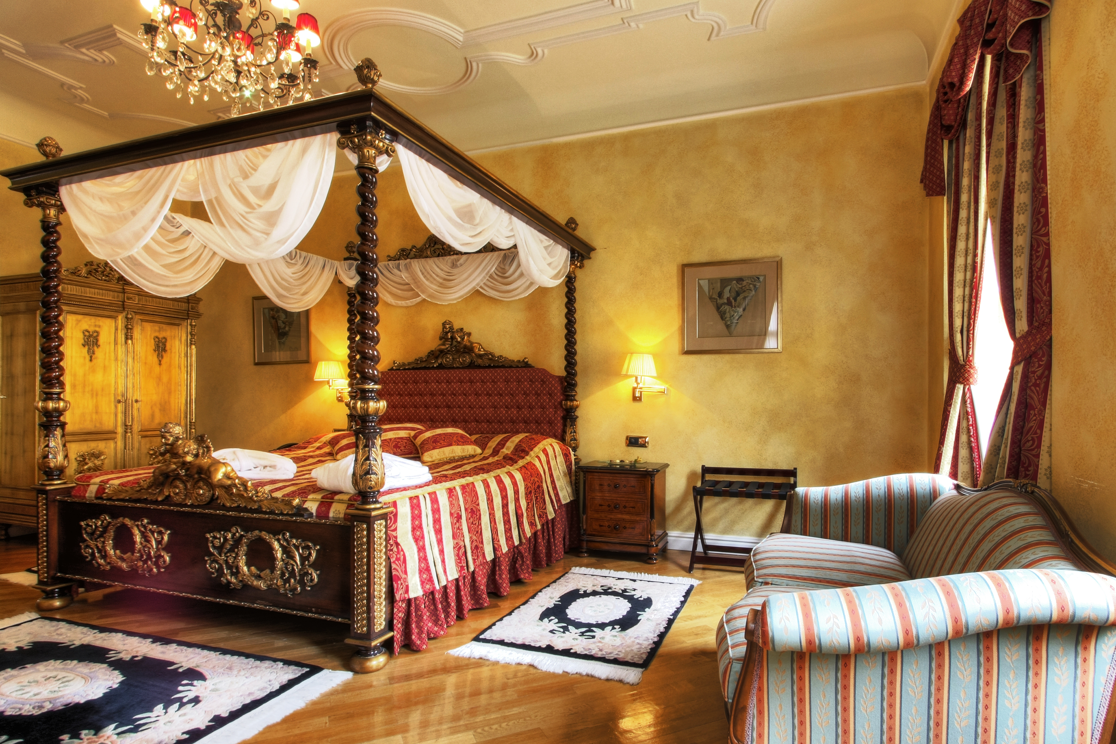 Luxury boutique hotel located in the most charming area of Prague, only few steps from famous Charles Bridge and Prague castle