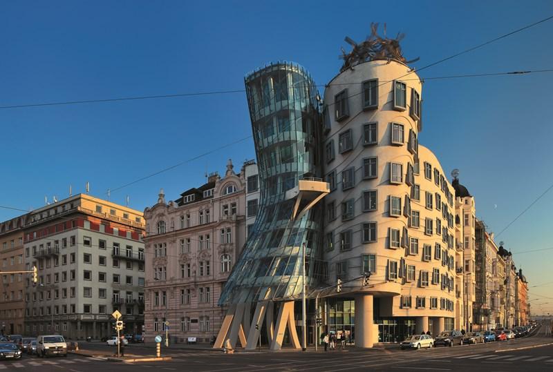 Das berühmte Tanzende Haus in Prag bietet luxeriöse Unterkunft