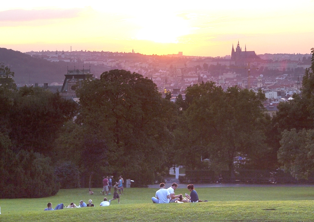 Enjoy a romantic picnic in chateau gardens or parks scattered around the Czech Republic.
