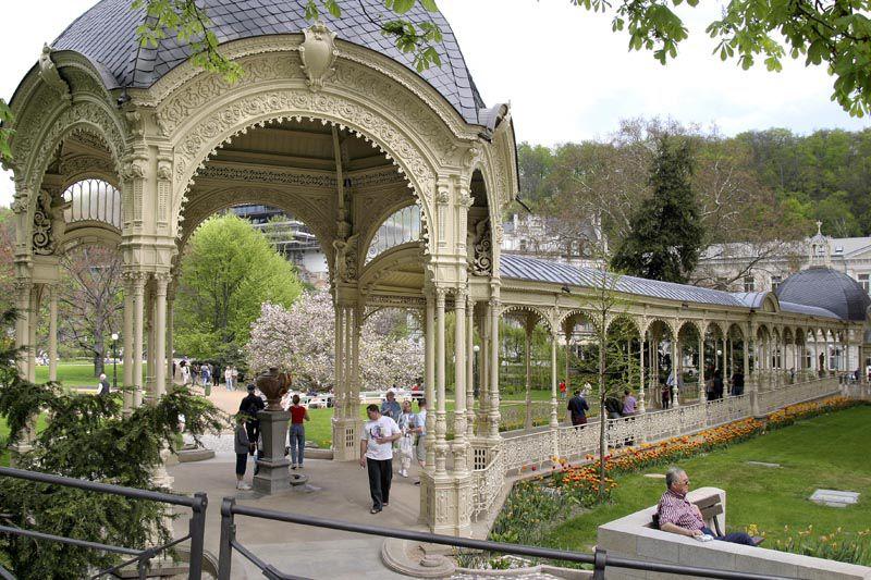 Karlovy Vary - colonnato Sadová