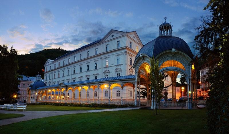 Karlovy Vary - la colonnade des jardins