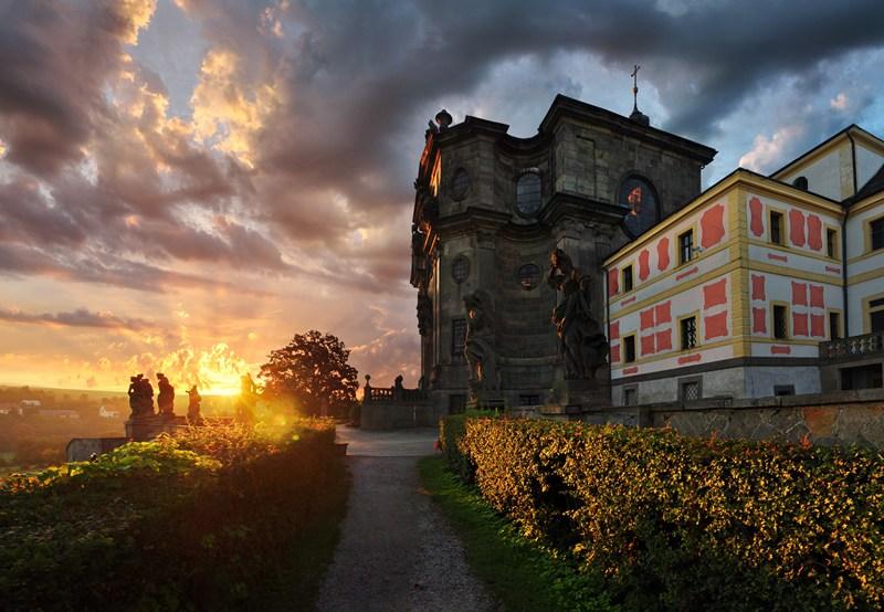 Больница и церковь Святой Троицы Кукс
