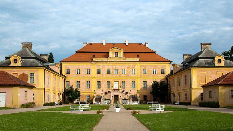 Krásný Dvůr Chateau