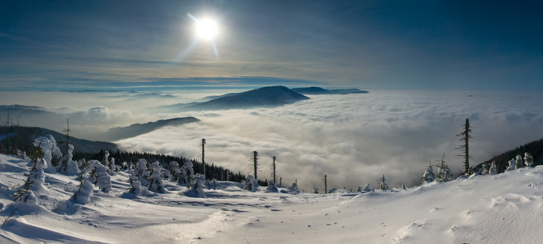 Snowy landscapes, a white trail, breath-taking views and fresh air… Pack up your cross-country skis and set off to explore the Bohemian and Moravian mountains on the white trail.