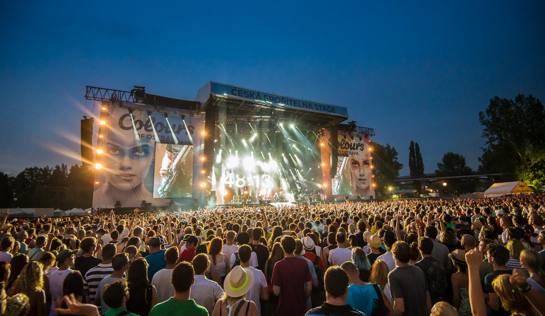 Wspaniała atmosfera czeka na melomanów na tradycyjnych festiwalach muzycznych, które latem zagoszczą w Czechach.