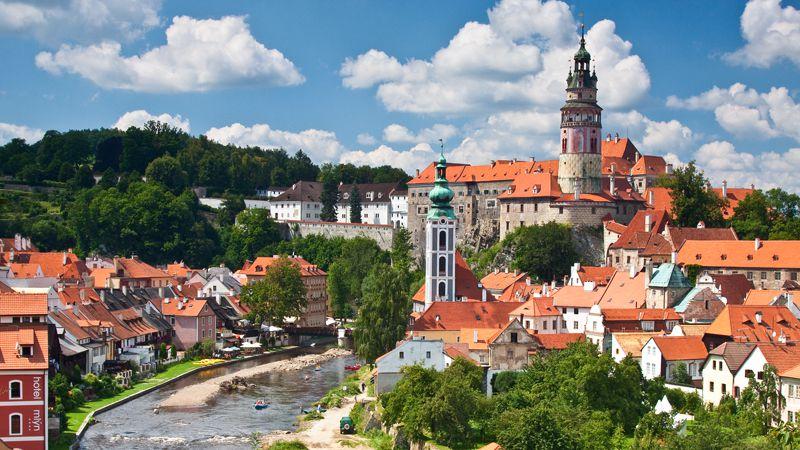 http://www.czechtourism.com/getmedia/cbec7908-8cef-4f37-9fb6-e567e4fa3f30/c-cesky-krumlov-castle-museum-1.jpg.aspx/?width=800&height=450&ext=.jpg