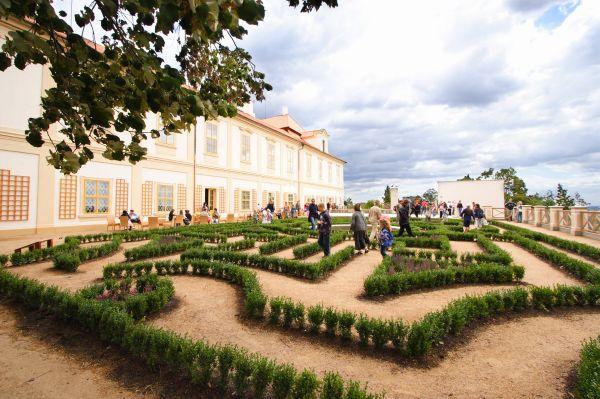 Loučeň Chateau