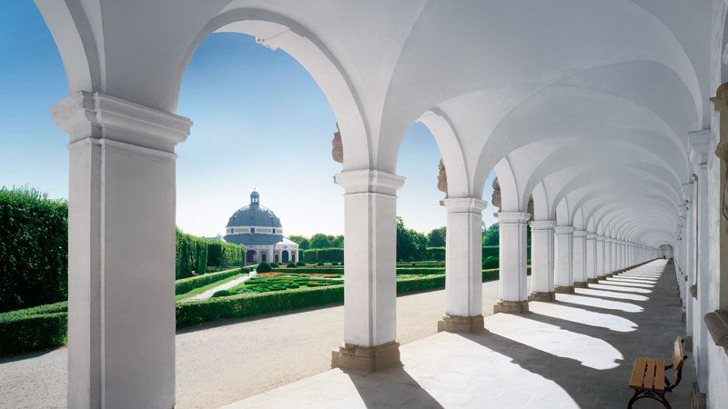 Flower Garden - colonnade