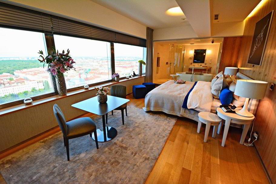 Das One Room Hotel ****** - eine luxuriöse Unterkunft auf dem Fernsehturm Žižkov
