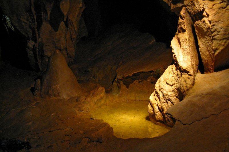Na Pomezí Cave