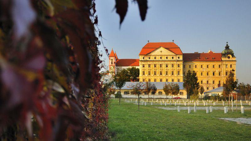 Зноймо - Лоуцкий монастырь