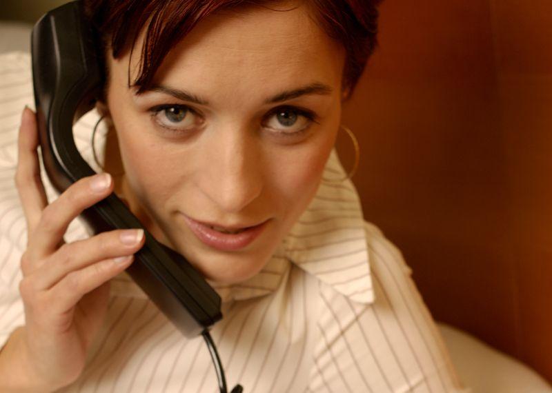 Telefony komórkowe w Europie działają na częstotliwościach 900 MHz i 1800 MHz.