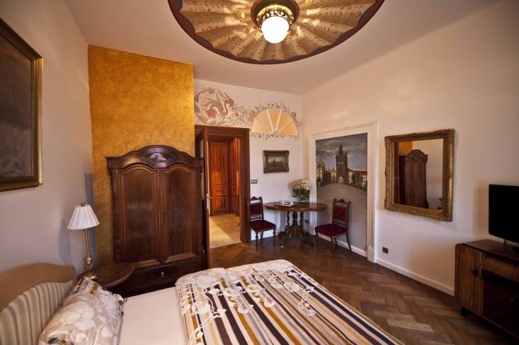 Malostranská residence*****